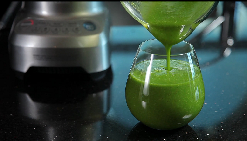 Two Fit Girls Recipe of the Month: Go Green Berry Smoothie